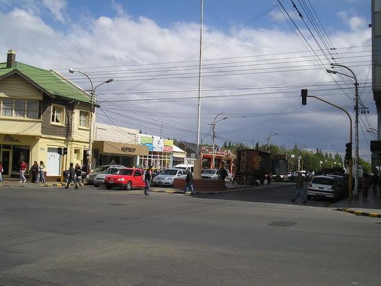 Rio Gallegos street scene and tourist info caravan
