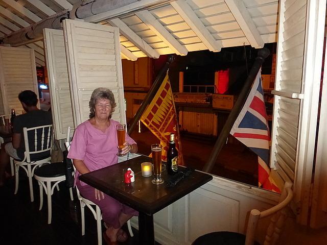Royal Bar and Hotel -> Cheers!  2