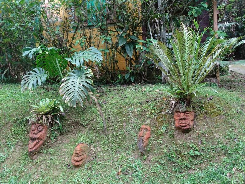 Pousada Cabanas do Curupira - faces by entrance!