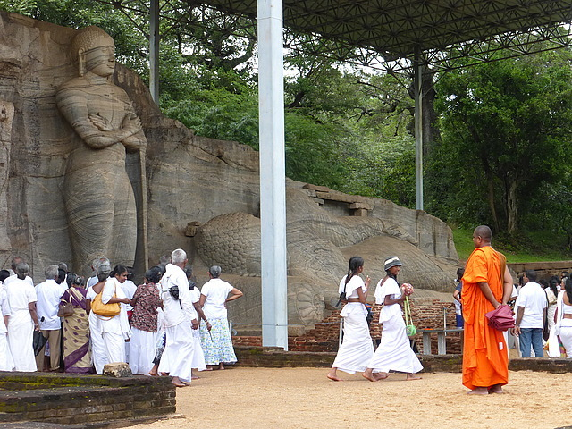Polonnaruwa - Gal Vihara visitors