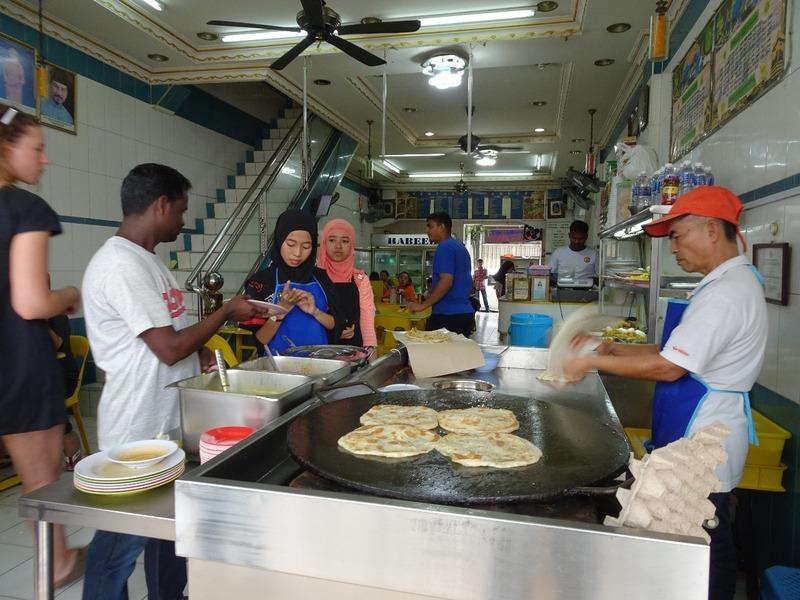 Restoran Habeeb - making Rotis