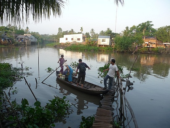 Village nr Homestay - Crossing river with ADH