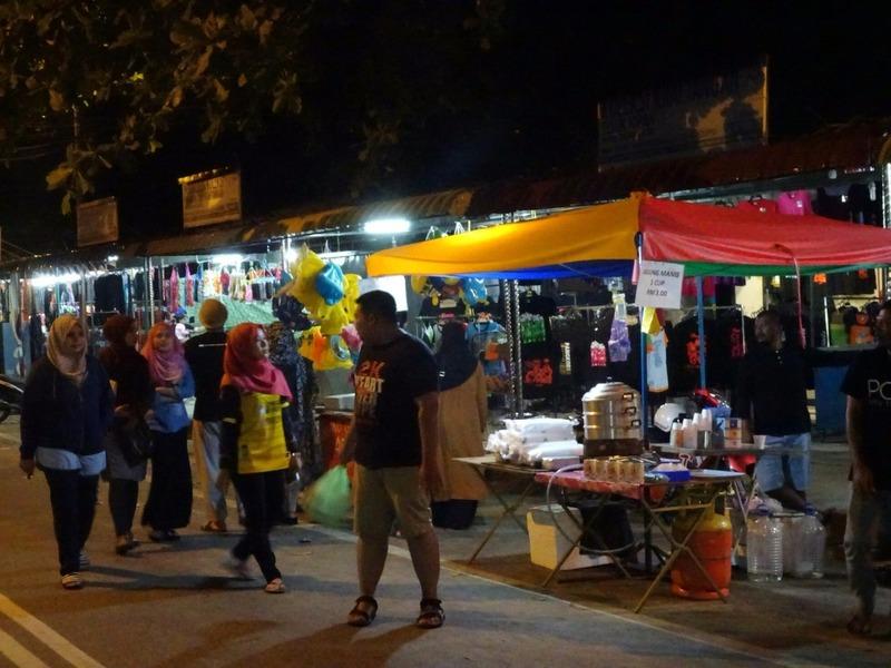Teluk Nipah - stalls at night