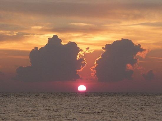 Sunset at Kalong - Calipso Bar 2