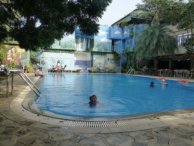 Hotel Mahabs - enjoying the pool