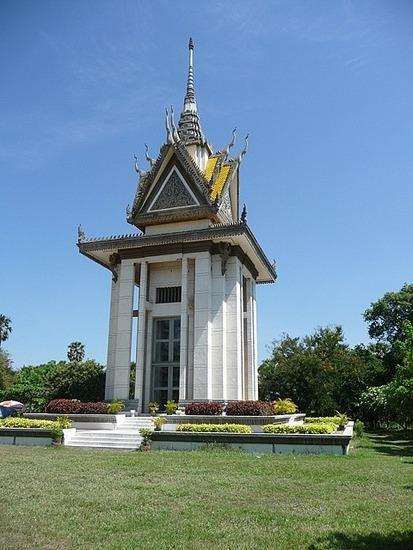 Choeung Ek - Stupa memorial to victims