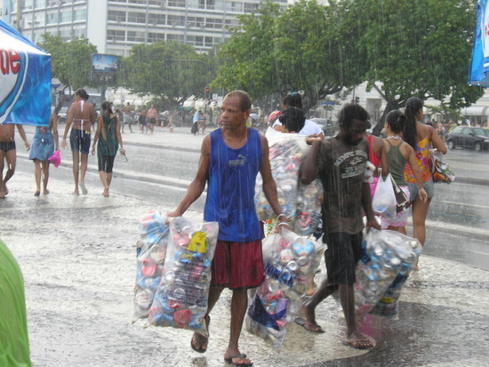 Copacabana - Collecting Cans for recycling fee!