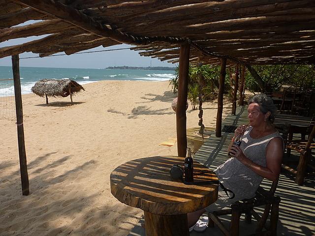 Tangalla - Medilla Beach - coke stop