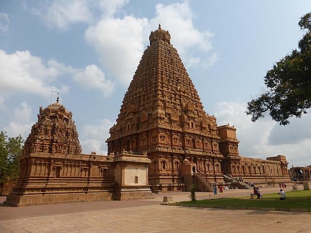 "Brihadishwara Temple (""Big Temple""<img class='img' src='https://tp.daa.ms/img/emoticons/icon_wink.gif' width='15' height='15' alt=';)' title='' />"