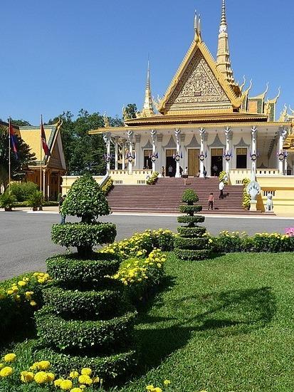 Palace and Silver Pagoda 4