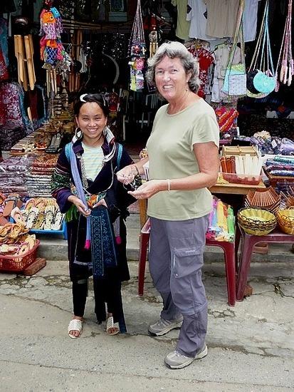Sapa Town - Hmong Seller and Tourist!!!