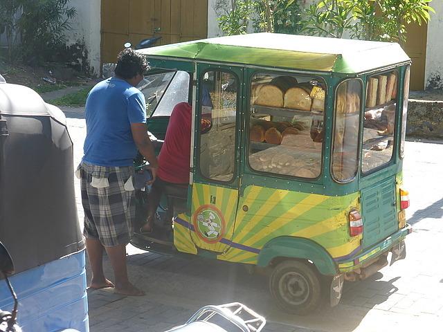 Galle Fort - mobile baker!