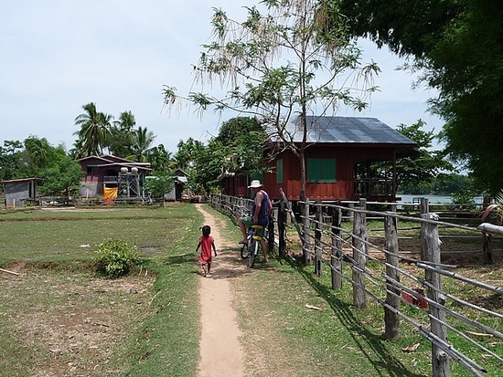 Cycling round Don Khon and Don Det 2