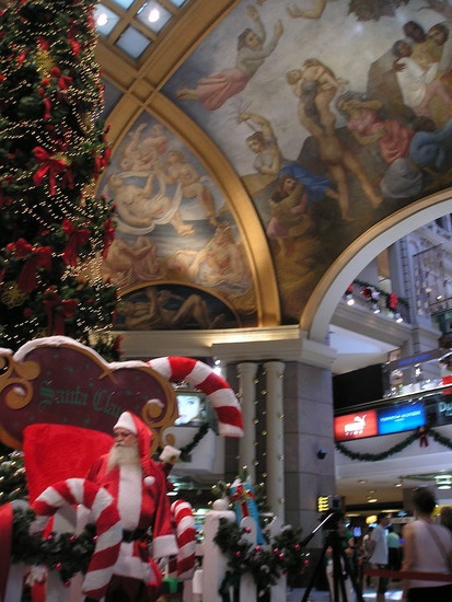 BA - Galeria Pacifica Xmas eve with Santa