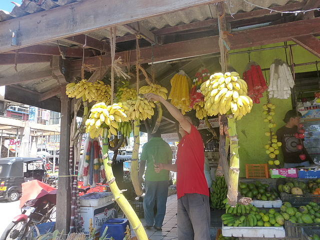 Fruit stall - cutting bananas for us