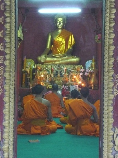 Luang Prabang - Wat - Monks at prayer