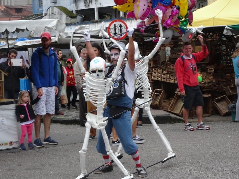 Sunday craft market in Centro Historico - doing the samba to music!