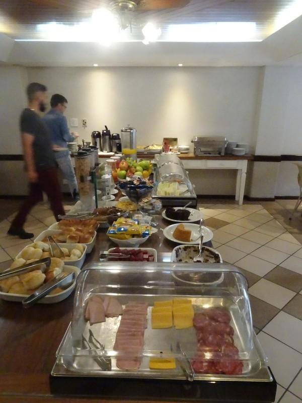 Aladdin Hotel Curitiba - excellent buffet breakfast