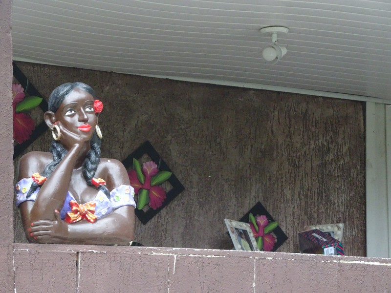 Encandantes - around the village - have seen these busts on window-sills throughout Brazil