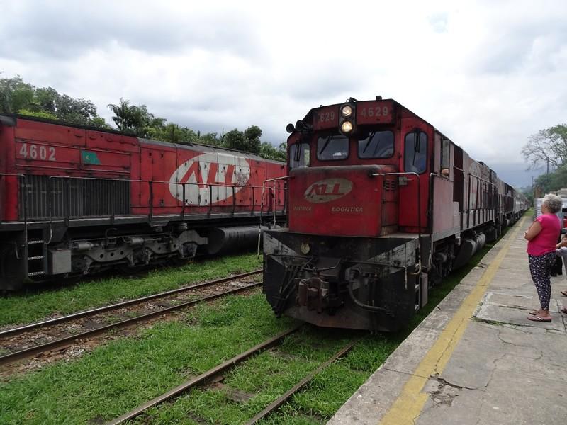 Serra Verde Express - arrives in Morretes ar 1215