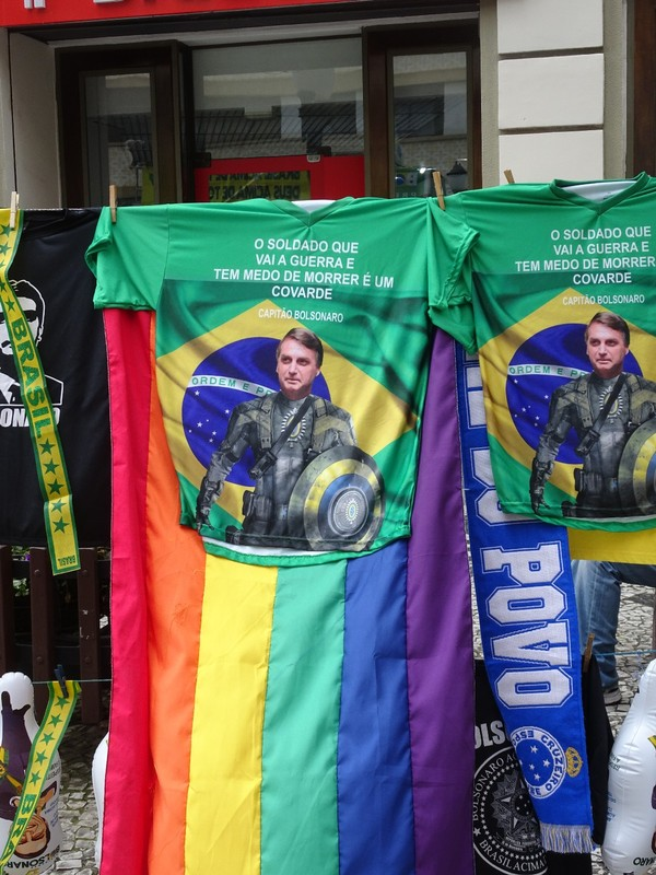 "Around Curitiba on Sunday - Bolsonaro rally propoganda! Brazil's right wing ""Trump"", slogan: ""o soldado que vai a guerra e tem medo de morrer e um covarde"" = ""the soldier who goes to war and is afraid to die a coward""!!"