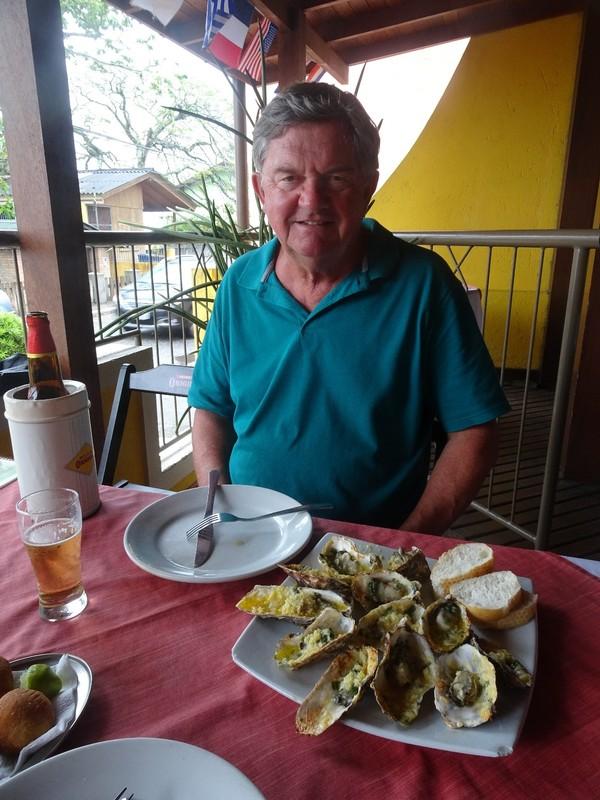 Santo Antonio de Lisboa in the rain - Oysters au gratin in a restaurant