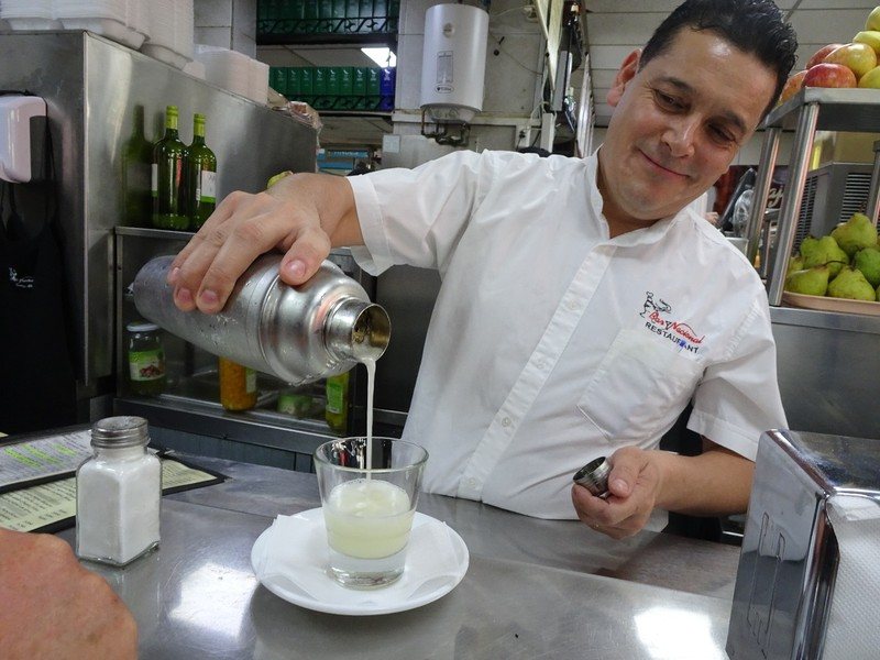 Bar Nacional No 1 - Making a Pisco Sour