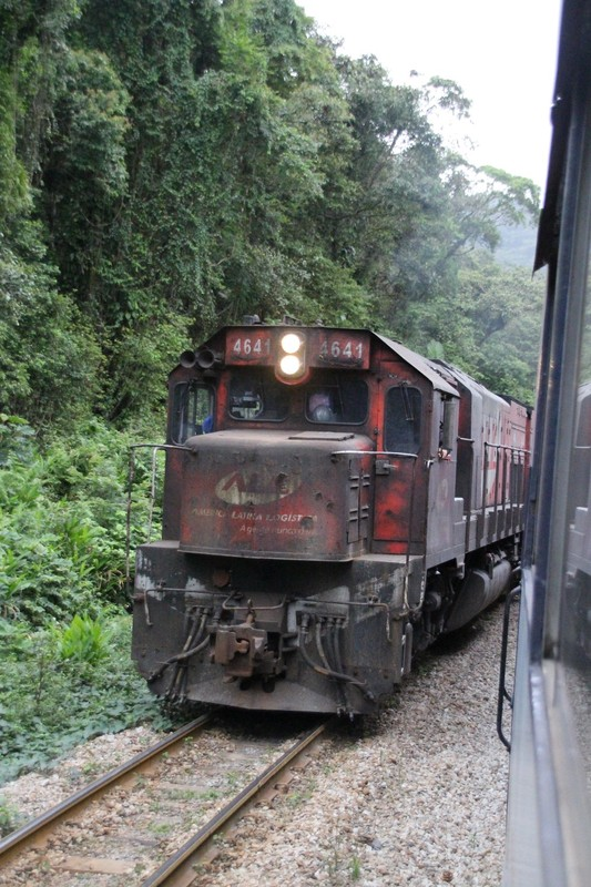 Serra Verde Express - goods train coming other way - two engines at front, two engines behind, 250  wagons !