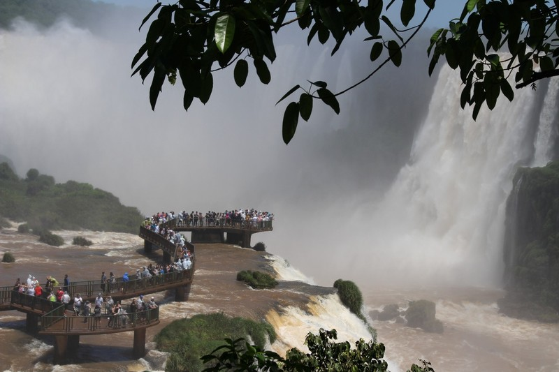 Iguacu falls - zoom on main walkway in front of biggest and highest waterfall (Union)
