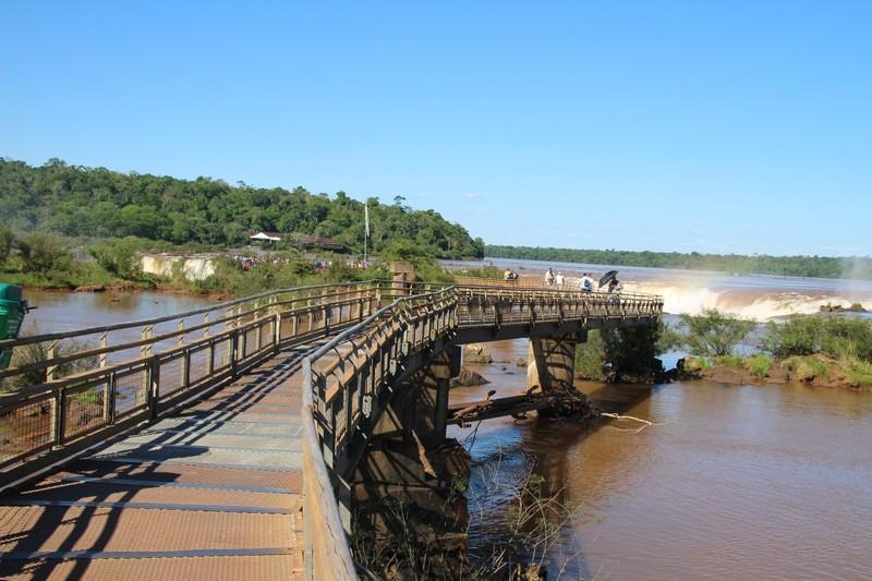 Iguazu falls Argentina - walkway approaching Garganta del Diablo (Devil'sThroat)