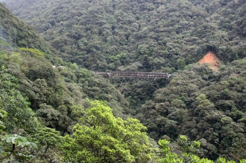 Serra Verde Express - precipitous bridge