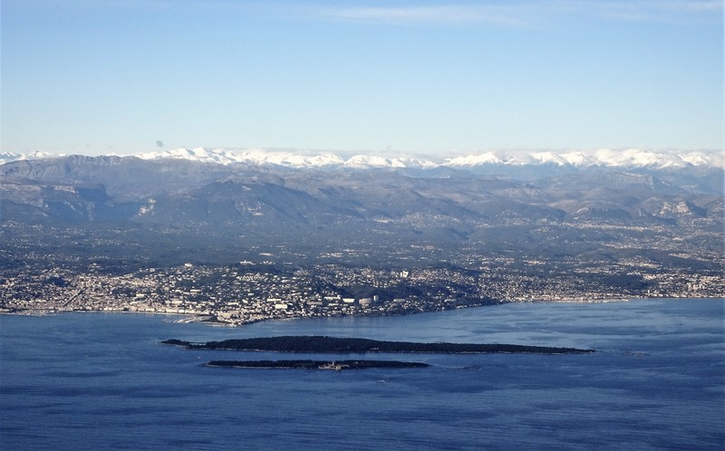 Sunny weather and snow on the Southern Alpes for arrival back home! - the islands are the Iles de Lerins
