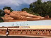 Reclining Buddha - Look How Large!