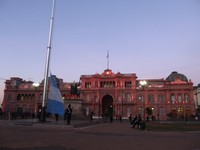 Flag-lowering ceremony in front of the Pink House, Plaza de Mayo