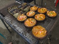 Rodeo Montubio street food: bowls of cazuela cooked on a grill