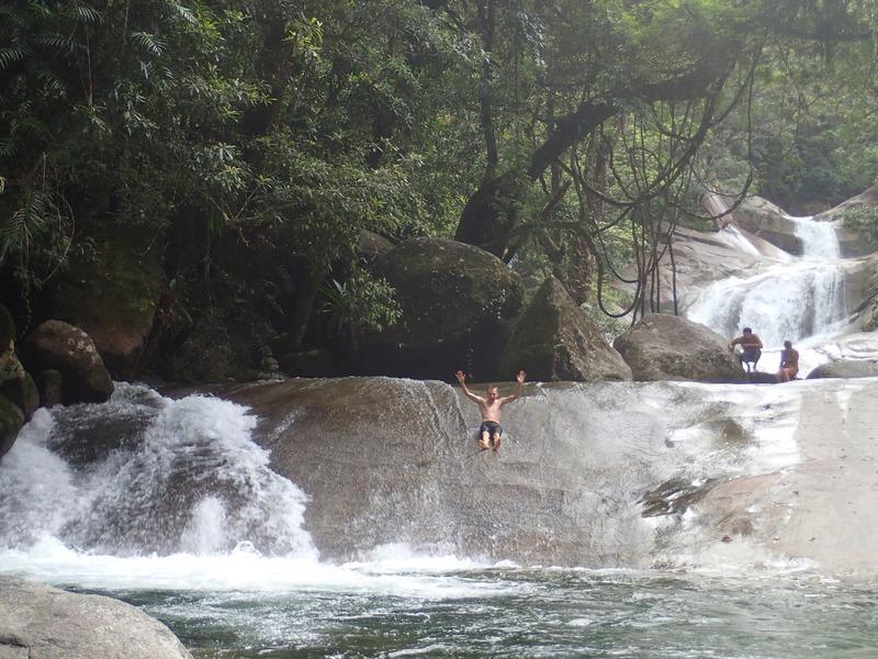 Pappa åker vattenrutschbana