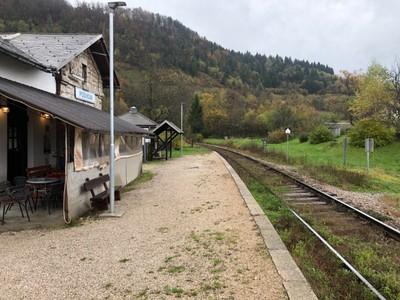 Podhom station