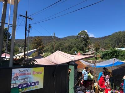 Nuwara Eliya street market and Pidurutalagala