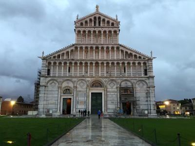 Front facade of the Pisa Duomo