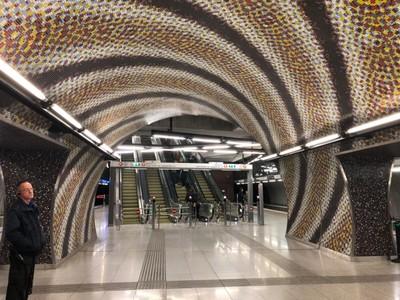 Hypnotic tiles on M4 metro line