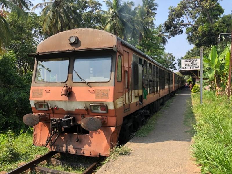 S8 commuter train at Kattuwa station