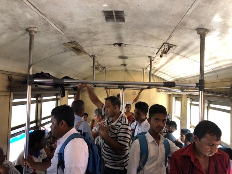 On the S8 train from Maradana to Kattuwa