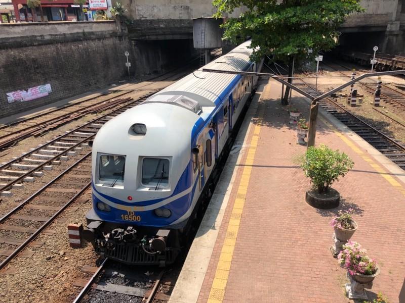 S13 train on the Uttara Devi express at Maradana Station
