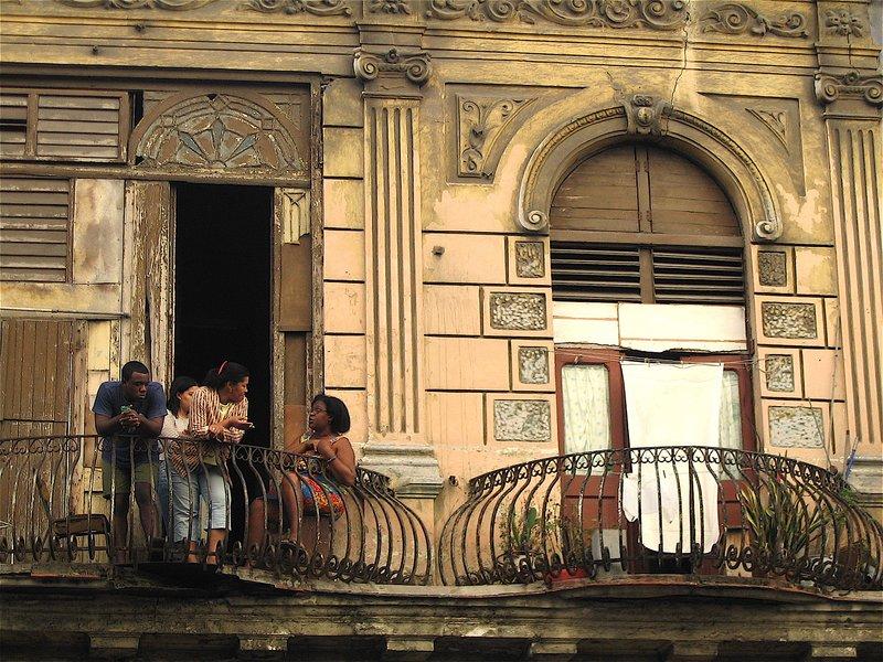 Balcony discussion in Havana
