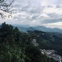 Coucher du soleil et montagnes