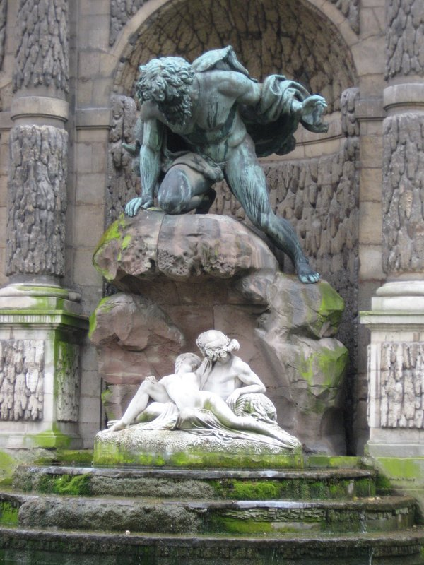Fontaine de Medicis Closeup