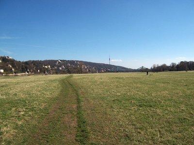 Elbe_river..er_side.jpg