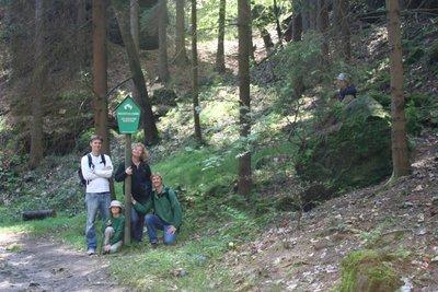 group_hiking.jpg