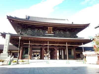 The front gates at Kawasaki Daishi